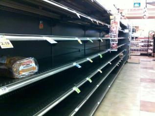 082611-bloom-bread-isle-empty